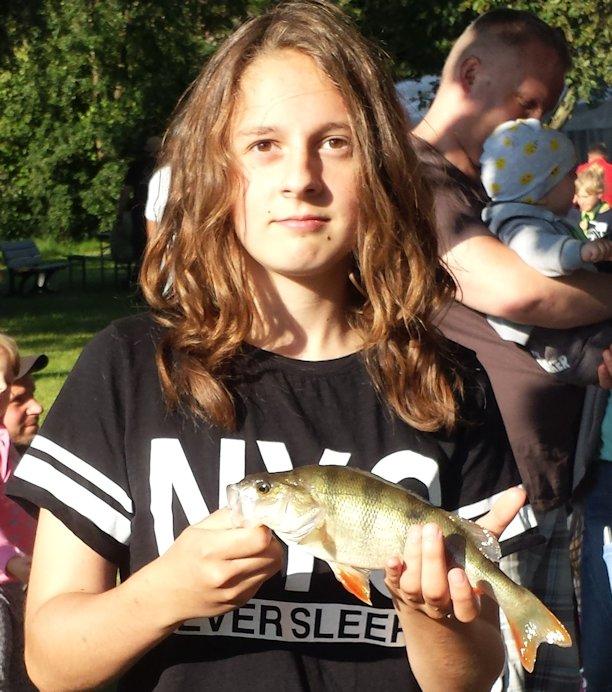 2016 08 06 Fischerfest2016 Nele mit Barsch_